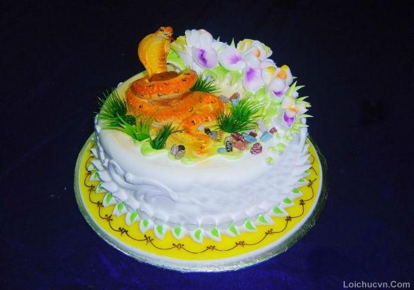 Hình ảnh bánh sinh nhật hình con rắn
