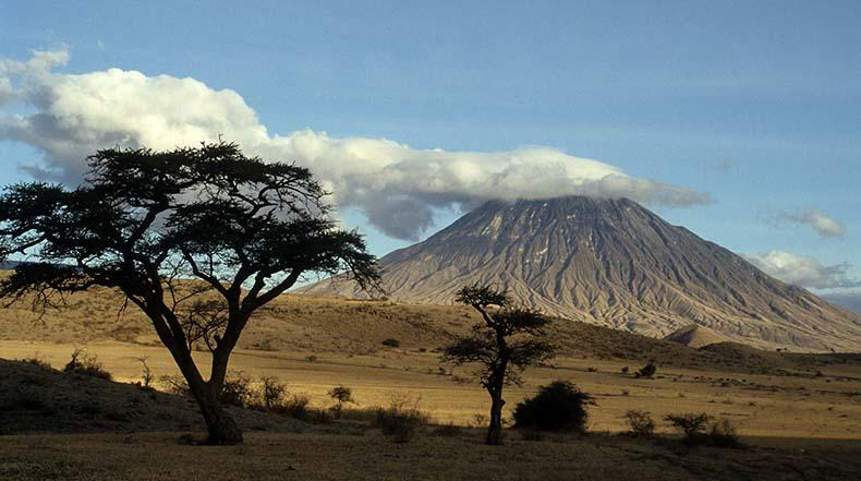El más extraño magma en la Tierra: Las carbonatitas del volcán Ol Doinyo Lengai