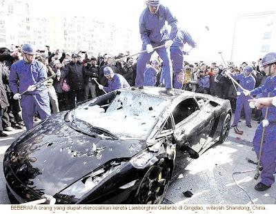 smash Lamborghini