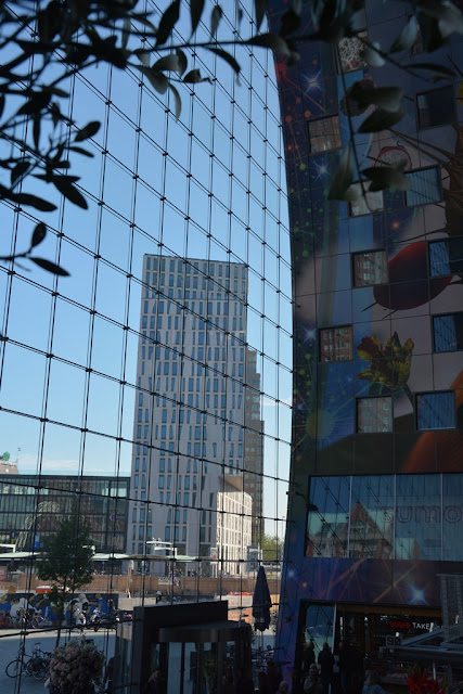 Markthal Rotterdam glass wall
