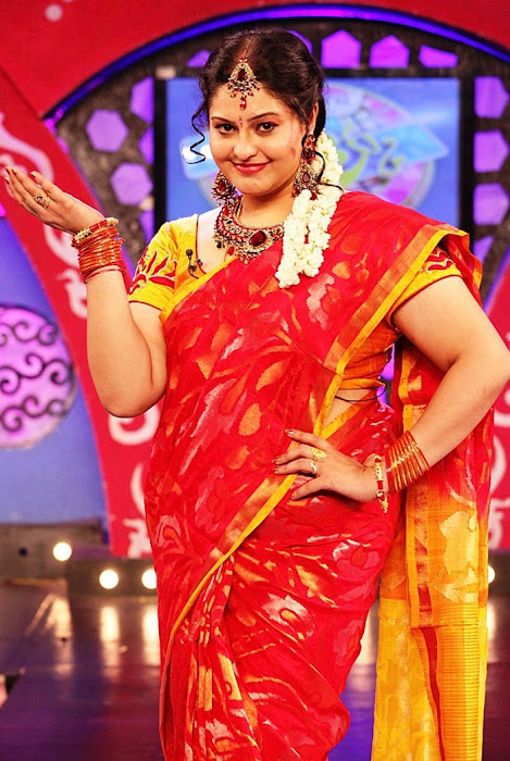ri in saree at zee actress pics