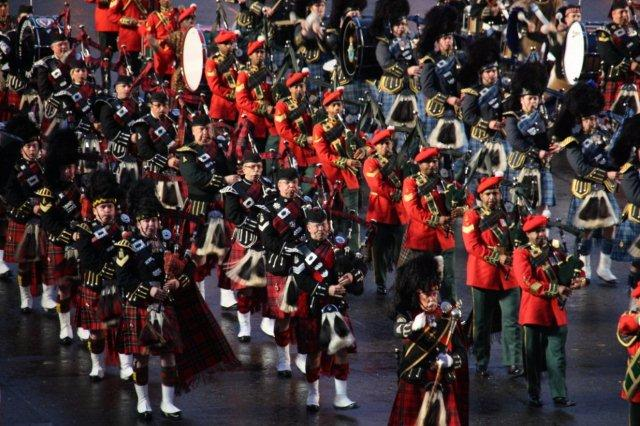 The Royal Edinburgh Military Tattoo en el Castillo de Edimburgo 2011 - Gaiteros