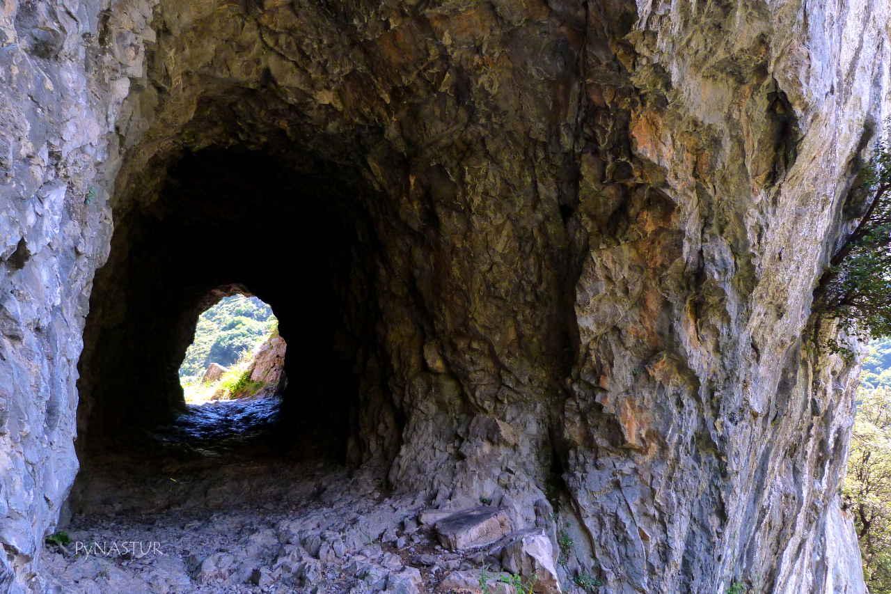 Primer túnel en el Desfiladero de Las Xanas