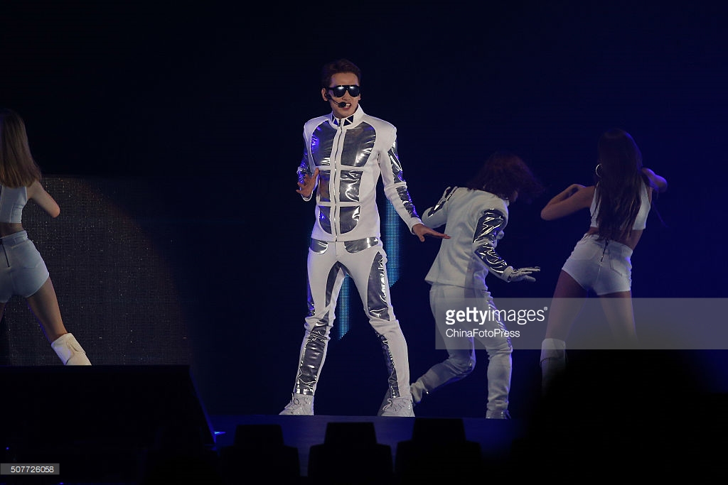 http://3.bp.blogspot.com/-L1wqBI7y958/Vq8JoeRXEoI/AAAAAAABTPY/PCNP7j_tSSc/s1600/south-korean-singer-rain-performs-onstage-during-his-concert-the-picture-id507726058.jpg