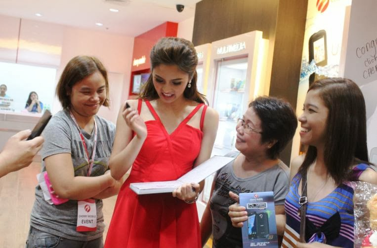 Cherry Mobile Newest Concept Store In SM North EDSA Kim Chiu with fans