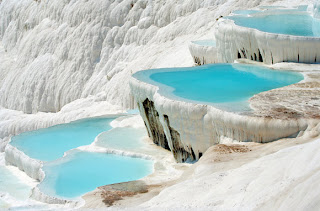 صور الثلج فى اعلى قمم جبال تركيا Coolest Tourist Attraction. The bright blue pools of Pamukkale in Turkey