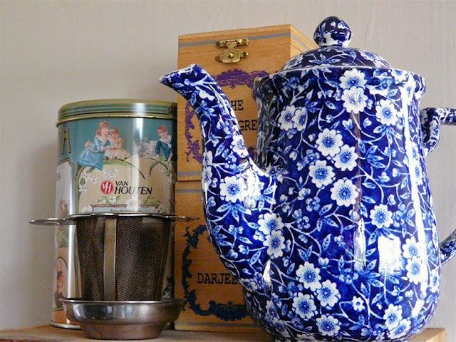 Théière et boites de thé
