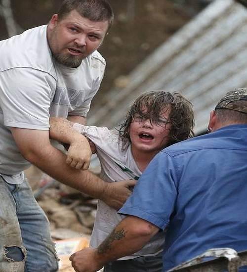 Moore_tornado_rescue