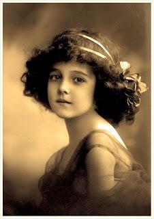 foto vintage de niña antigua en sepia