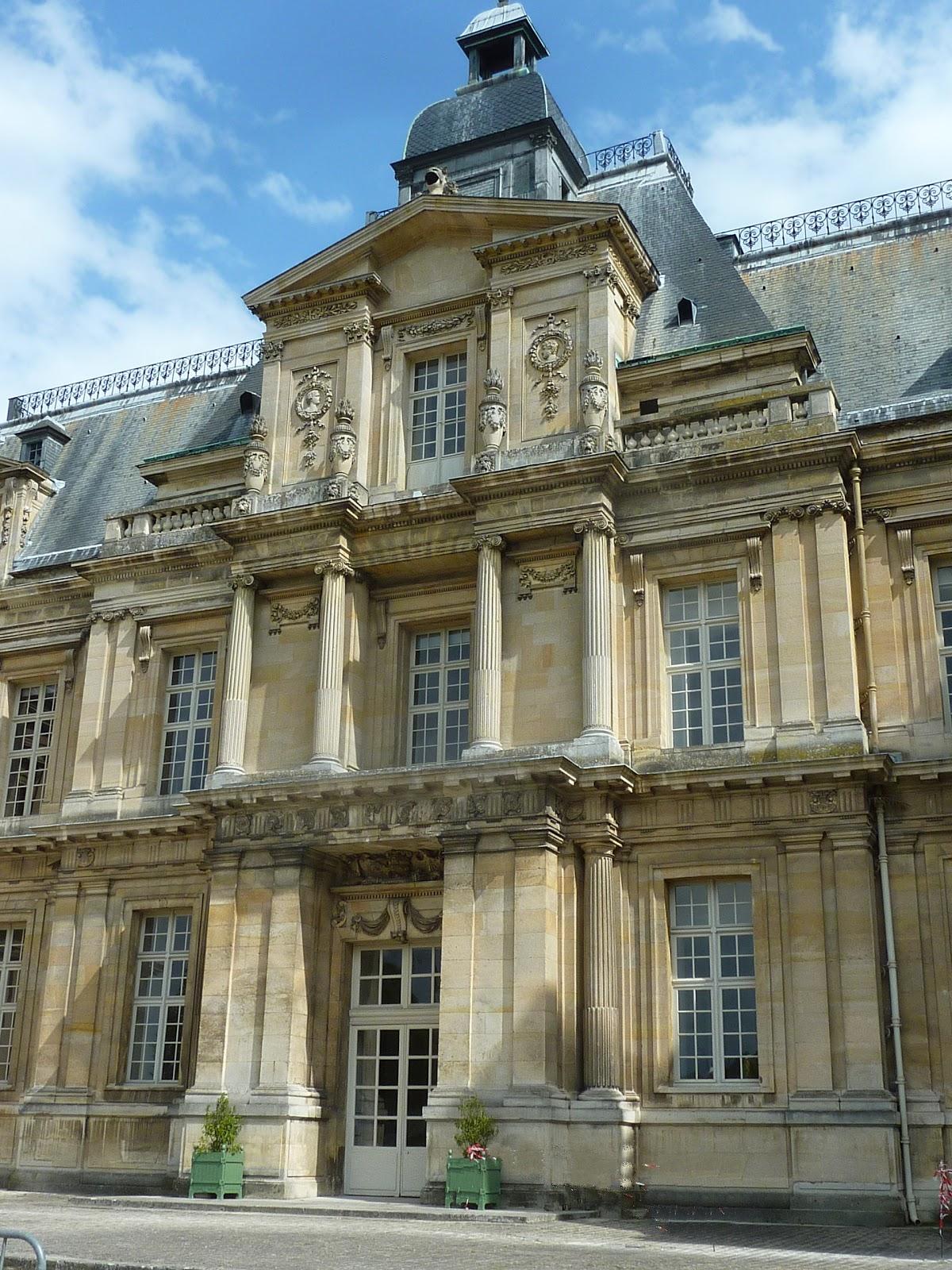 Parisienne curieuse ch teau de maisons mod le d for Architecture maison classique