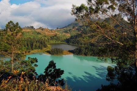 Telaga warna dieng, salah satu tempat wisata alam dieng yang terkenal