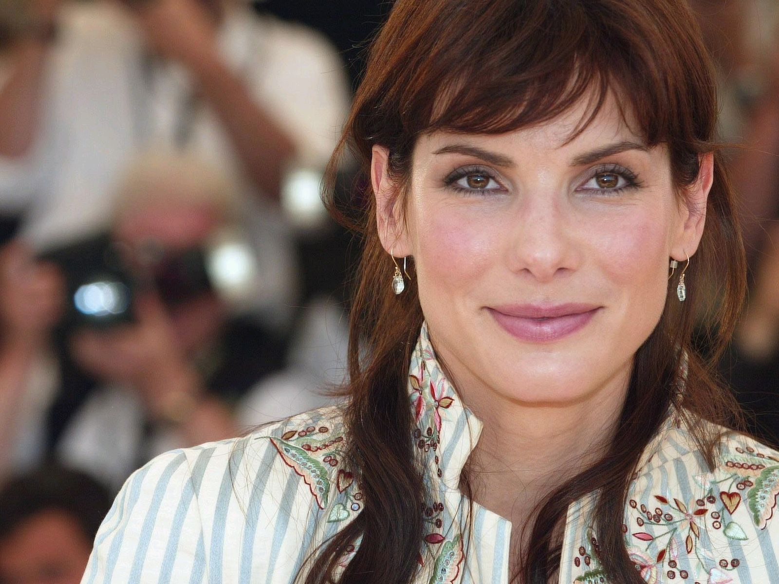 http://3.bp.blogspot.com/-L34qr6203XU/Tow0ba_rkCI/AAAAAAAAAGk/twZ5ONjnrFU/s1600/Sandra_Bullock_Wallpapers-Beauty.jpg