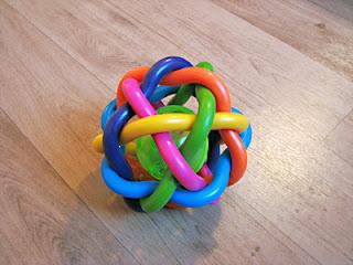 Playgro Bendy Ball: simpel speelgoed, maar heel goed voor de motorische ontwikkeling van je baby!