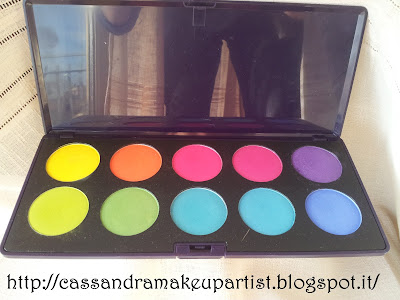 "Palette ""Intensissimi"" - Arcobaleni - Neve Cosmetics Make Up - Trucco minerale - INCI - Ingredienti - Prezzo - PAO - Recensione - Review - Swatch - Bananas - Magma - Watermelon - Diva - Velvet - Alien - Grass - Acquario - Brivido - Night Life"