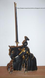 figura a escala de un caballero medieval a caballo de la marca schleich