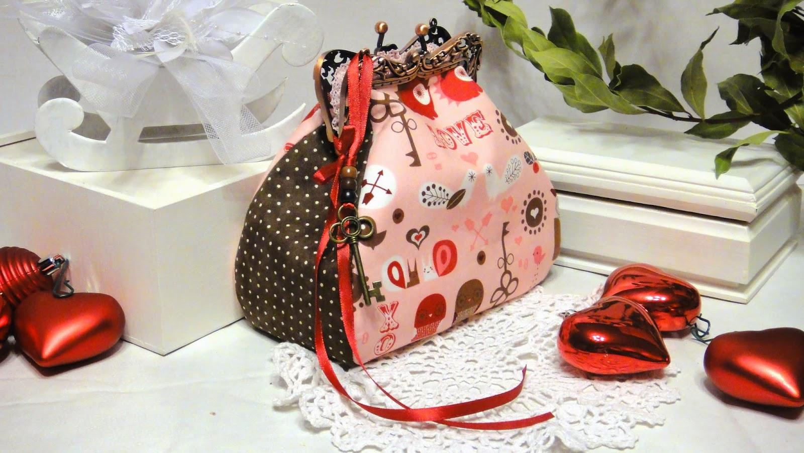 """Косметичка с фермуаром """"Шоколад на розовом"""" - подарок для любимой девушки"""