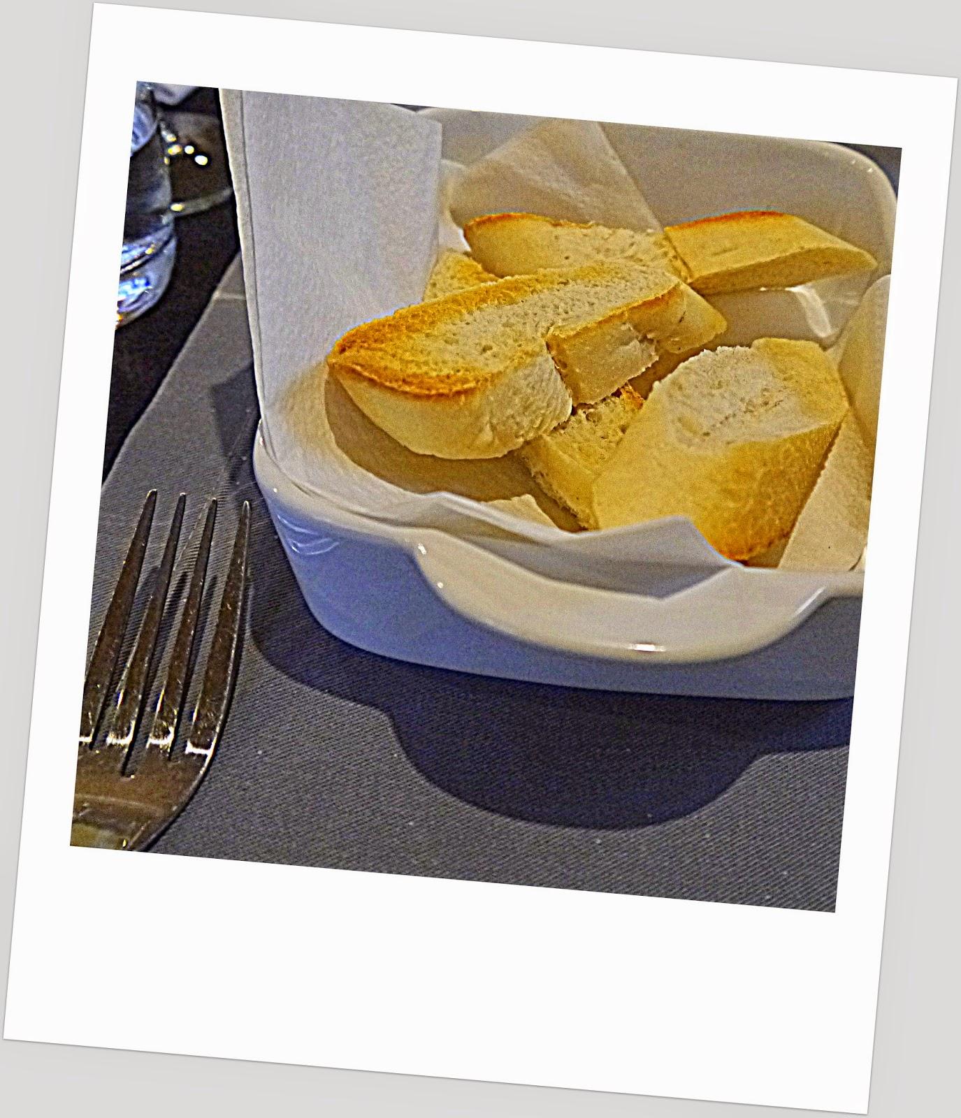 chleb, bagietka, na gorąco