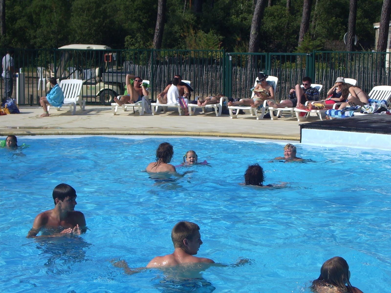 Moi A La Piscine blog de sixtine: le 13/07/2011 : moi à la piscine !