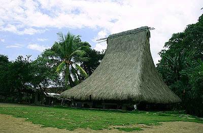 FOTO : Rumah Adat Nusa Tenggara Timur
