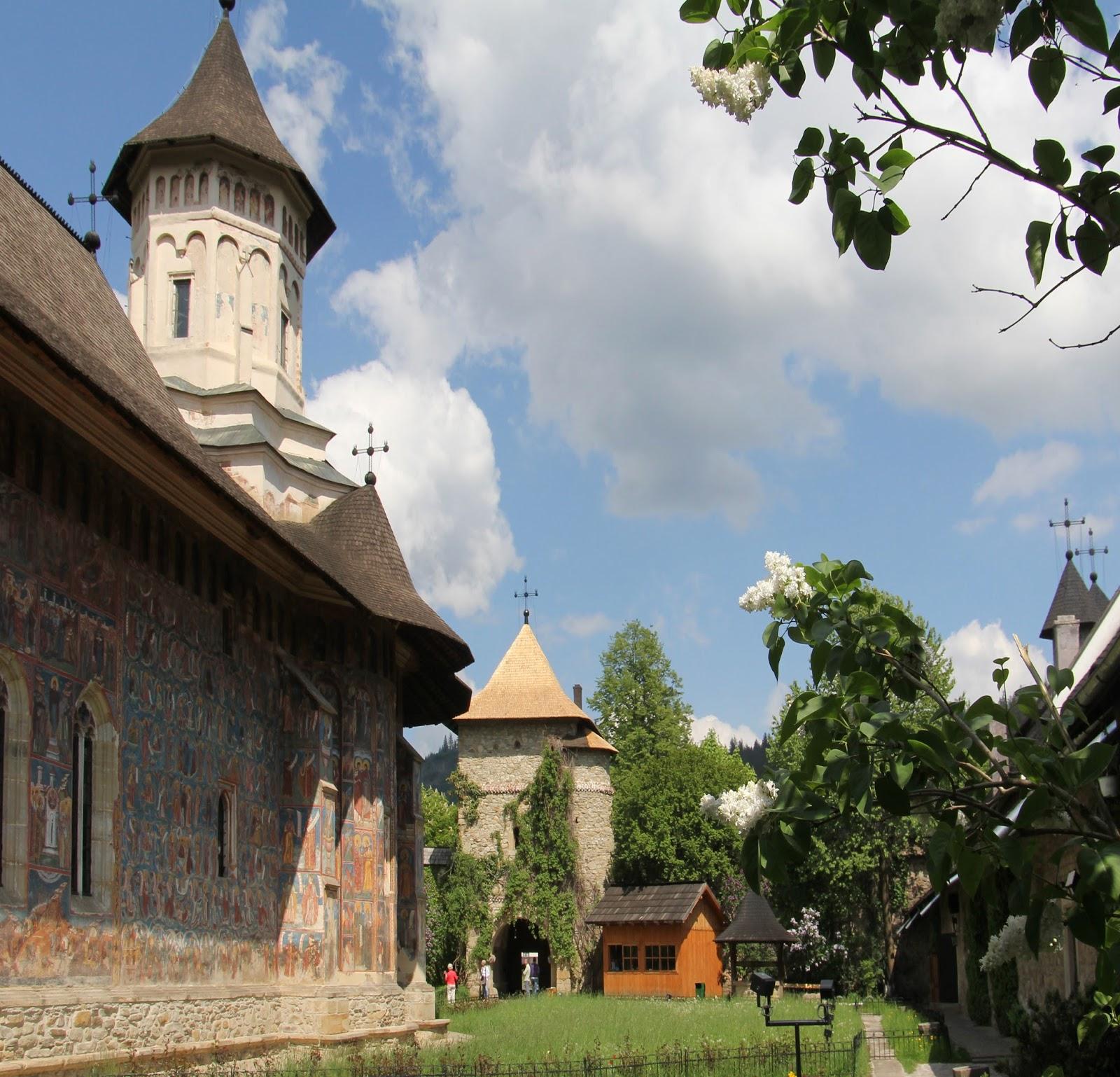 Elioarte in giro per i monasteri della bucovina monastero - Finestre circolari delle chiese gotiche ...