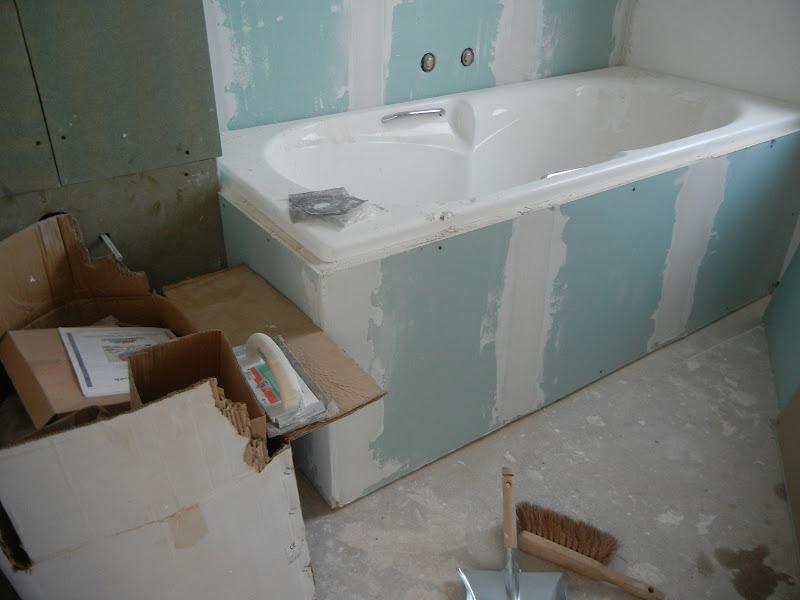 Badkamer Gyproc Tegels : Gyproc tegen het bad geplaatst, enkel nog een ...