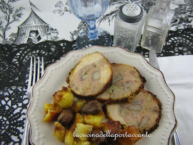 cappone ripieno di mele, castagne e salsiccia