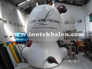 Balon karakter raksasa lucu