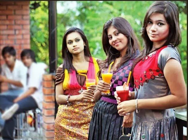 Bangladeshi+University+Girls+Hot+Photos007