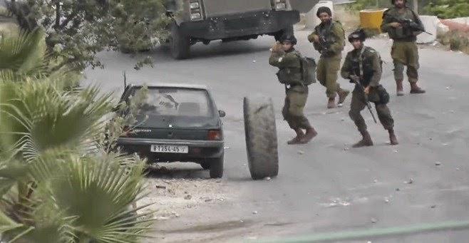 مفاجأة كبرى لجندي إسرائيلي أثناء محاولة إيقاف إطار