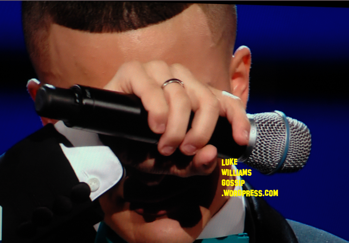 http://3.bp.blogspot.com/-L4iktMXFeIA/UINee2CYI5I/AAAAAAAANB4/bnqLsvybJQc/s1600/X+Factor\'s+Jahmene+Douglas+Breaks+Down+In+Tears+Live+On+The+Show+After+It+Comes+Out+In+The+Press+About+His+Abusive+Father++2.png