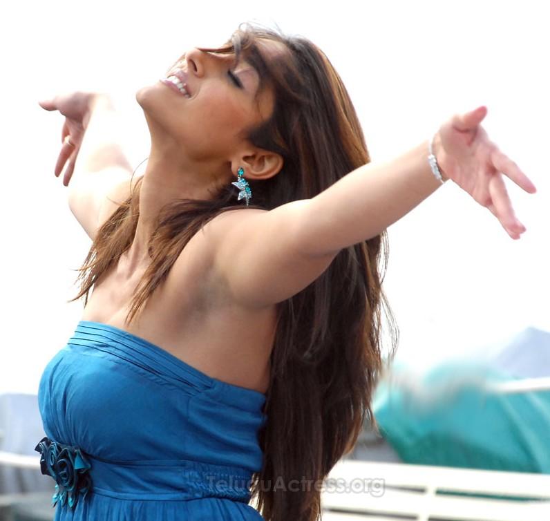Anushka Hands Up Armpit « Hollywood-Bollywood Actress Posters