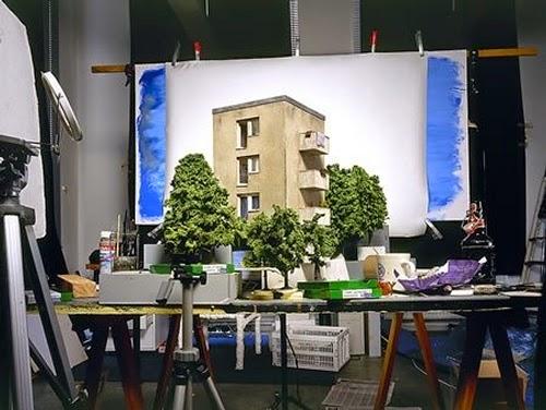 01-Frank-Kunert-Confronting-our-Lives-in-Miniature-Sculptures-www-designstack-co