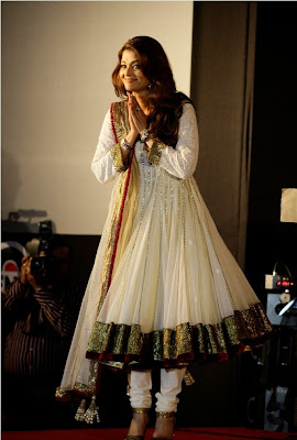 Aishwarya Rai Bachchan in Gorgeous salwar kameez