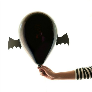 Bat balloons - SO easy!!