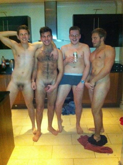 Quiere retratar a su mejor amigo desnudo pero la