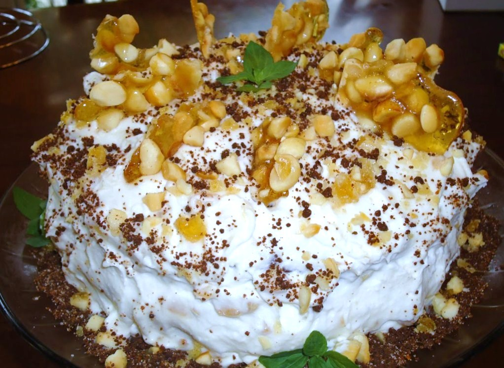 Menu Musings of a Modern American Mom: Macadamia Nut Crunch Cake with ...