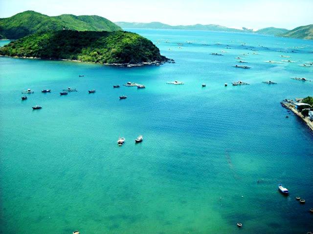 Xuan Dai Bay in Song Cau
