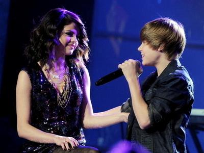 selena gomez and justin bieber 2011_25. Justin Bieber or Selena Gomez