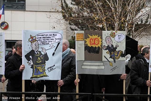 Διαδήλωση κατά του Μεγάλου Διδασκάλου της Εθνικής Μεγάλης Στοάς της Γαλλίας