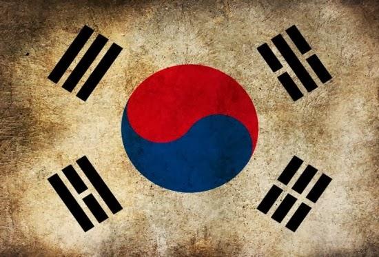 Когда кореец подзывает кого-нибудь к себе, он держит руку ладонью вниз, а в не вверх, как в других странах.