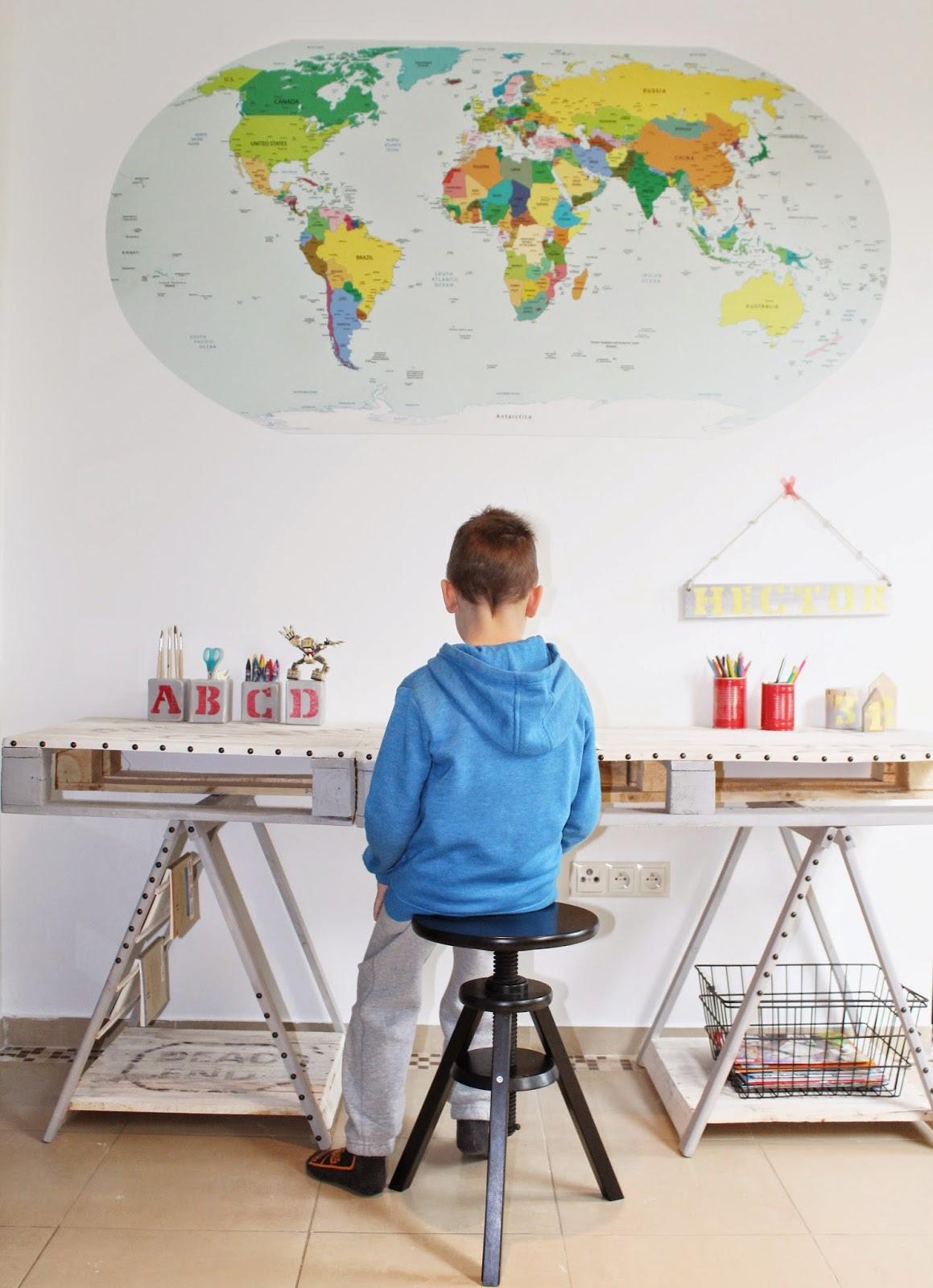 białe ściany kolorowe dodatki inspiracje,pinterest,jak urządzic pokój dziecku,trendy na naklejki,pixers