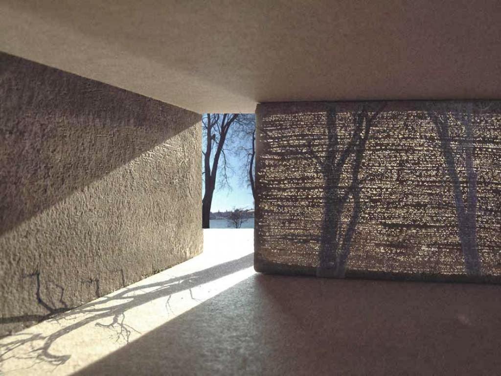 Pared hecha con concreto traslúcido