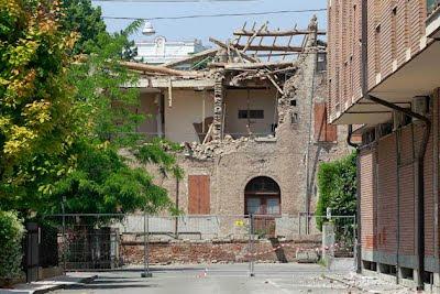 edificio destruido por terremoto en italia 29 mayo 2012