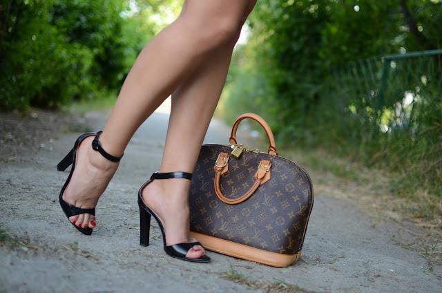 Sandale si geanta