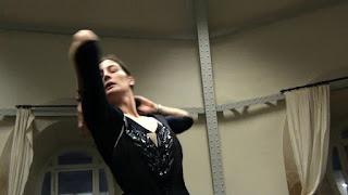 L'étoile Marie-Agnès Gillot danse pour Pippo Delbono.