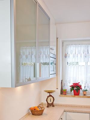 Kleine Küche in U - Form mit viel Stauraum