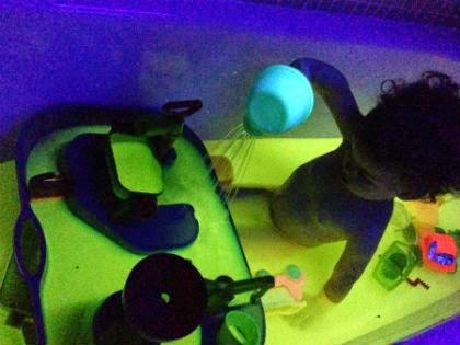manualitat infantil bany fluorescent
