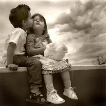 Beautiful images of Children Kissing pictures