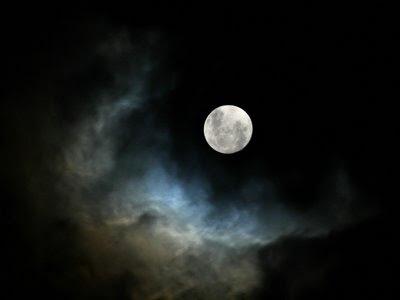 http://3.bp.blogspot.com/-L7N189l6R90/Tx92XVyE5wI/AAAAAAAADFM/bFS8D89P4fI/s400/full-moon.jpg