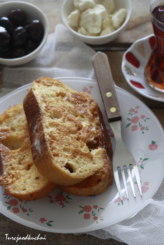 Chleb w jajku. Yumurtali ekmek